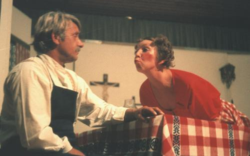 1979-Theaterkuss-Herz-in-der-Lederhosen